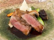 熊野の高台で育てられた黒毛和牛。ストレスがない環境で育てられているので肉の旨味がしっかり残っています