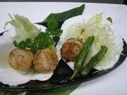 水槽から活きた蟹をそのまま、揚げて甲羅ごと焼き上げます。とてもこうばしいですよ。