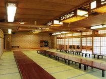 二階、大広間はステージやカラオケもご用意。