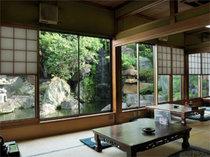 窓から見える山水を望みながら、落ち着いた雰囲気の中でゆっくり