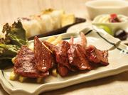 松花堂スタイルの色とりどり6種類のお料理と共に、 「ステーキ」と「すき焼き」2つのメインをお楽しみいただけるメニューです。