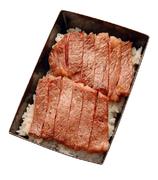 特製ダレで焼き上げたこだわりの近江牛サーロインステーキをのせたボリュームたっぷりのお弁当です。 ※当日テイクアウト可能