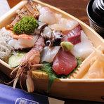 """粋""""を感じる漁師小屋風の佇まい。美味しい魚介類をどうぞ。"""