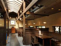 開放感のある高い天井、掘りごたつ席とテーブル席をご用意。