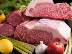 廣岡揮八郎が選び抜いた神戸牛ステーキをはじめ、おもてなしの一皿が特別に追加されたフルコースディナー