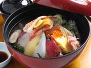 どれから食べようかまよってしまうほどの具が入った豪快海鮮丼。