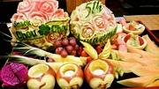 スイカカービング、(ロゴ入れ、ネーム入れ、バラカービング) リンゴのキャンドルケース3個、他フルーツ盛り合わせ8種