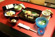先付、前菜、お椀、お造里、 焼物、揚皿、煮物、留椀、お食事、香物、水菓子