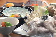 口取り、鉄刺、鉄皮、河豚唐揚げ、鉄ちり鍋、旬野菜、河豚雑炊、香物、甘味