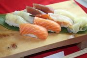 小鉢、茶碗蒸し、握り寿司8貫、天ぷら、フルーツ