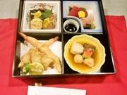 口取り、茶碗蒸し、お造里、焼物、煮物、揚皿、留椀、お食事、香物、甘味