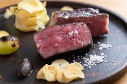 熟成肉をお楽しみ頂くコースで一番ご注文の多いコースです。 お一人でお越しのお客様にもご対応致します。