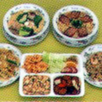 お得な定食ランチは搾菜やごはん、デザートなどが食べ放題