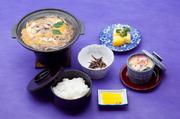 オリジナルのうなぎ柳川鍋をメインにおちょぼさん名物もろこの甘露煮などをセットにしたお手軽メニューです