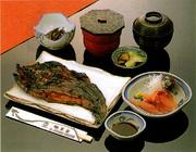 なまず蒲焼を丸ごと。川魚料理の定番、鯉の刺身をセットしましたなまずをしっかり食べたい方はこちらです