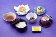 天麩羅と茶碗蒸し、和食の王道をこの値段でご提供。