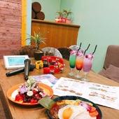 アジアンな雰囲気が人気のソファカフェ