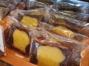 アーモンドスライス&ココア生地とアーモンドパウダーを使用したレモン風味のしっとり生地で2つの美味。