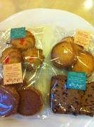 左上から時計回りに、みるくクッキー・ココナッツクッキー・カカオクッキー・フランボワーズクッキー。