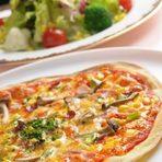 「本丸ミックスピザ」 「野菜のサラダ」