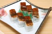 福一人気メニューのひとつ、にぎり寿司と一味違う味わいのある『淡路島近海産穴子押寿司』です。