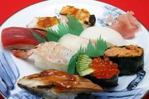 上にぎり寿司盛り合わせ (赤だし付き)