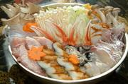 13種類の素材が入り、スープまで残さずたいらげてしまう!栄養たっぷりでヘルシーな福一特製寄せ鍋です。