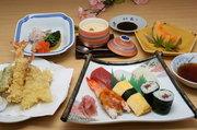 地元で評判の『福一の揚げたてサクサク天婦羅と茶碗蒸し、にぎり寿司、フルーツ』のお手頃コースです。