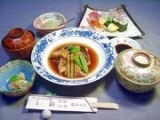 お魚好きのお客様から評判の『福一の鯛アラ煮』のコースです。 福一の鯛アラ煮は、闇つきになりますよ~!