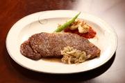1頭の牛からほんのわずか(3%)しかとれない希少部位です。 とても柔らかく脂肪の少ない上品な味が特徴です。