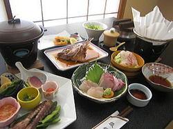 鯛の料理オンパレード 鯛のかぶと煮は一番人気です