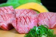 秀吉のカルビの中で最もサシ(霜降り)が強く、脂の甘さもありしっかりと濃厚。肉汁したたるジューシーさをぜひ!!