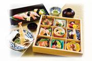 焼き物・造り・揚げ物・炊合せ・酢の物・あえ物・味噌汁・寿司5貫・茶碗蒸し・ドリンクなど