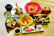 先付・焼き物・造り・揚げ物・酢の物・味噌汁・寿司3貫・茶碗蒸し・ドリンクなど