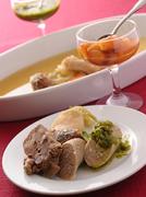 「サルサヴェルべ」「モスタルダ」2つのソースが美味しさを引き立てます。