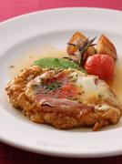ミラノ風とは違い「しっとり」とした食感にチーズがアクセントになった味わい深い一品です。