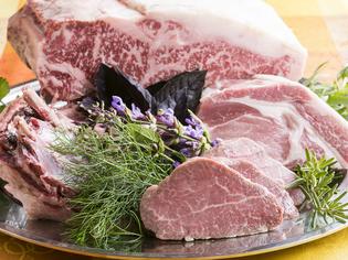 「信州牛」や「安曇野ポーク」、「自家菜園野菜」など素材を厳選
