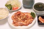 韓国風に味付けした豚カルビの壷付けにライスセットをプラス。食べ応え抜群のお腹いっぱいセットです。