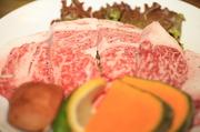 無煙ロースターの炭火焼で特上のお肉をご賞味ください。
