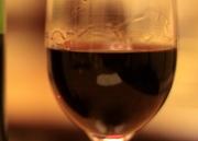 焼肉に合う、フランス産の赤ワインをグラスでどうぞ。