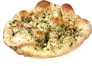 ナン生地にタンドリーチキン・野菜・チーズをトッピングしてオーブンで焼き上げました。