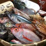 金石港産のいきいき魚市場より、生きた香箱ガニを仕入れています。