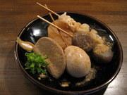 小魚のアラ&天城軍鶏のガラでとったWスープ! とにかく黒い。