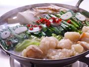 コラーゲンたっぷりの鶏ちゃんこ鍋コースや、手羽先と大根のおでん風柔らか煮がメインのコースなど各種。