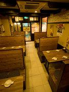 1階は各種テーブル席が御座います。お気軽にお立ち寄り下さい。