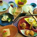 週変わりの会席ランチ・寿司ランチ・うな重ランチ等。(食前酒・サラダ付き)
