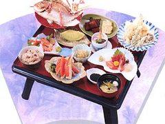 大切な方々へのお祝いのお席は心づくしのお料理でおもてなし、四季折々のものをご用意いたします。