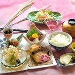 季節毎の美味しい旬野菜など、その時々の食材をおだししています