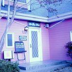 ピンク色のお店です。