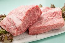 肉はこだわりの「国産和牛メス牛」